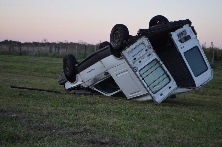 Vuelco en Ruta 226: conductor salió del vehículo por sus propios medios