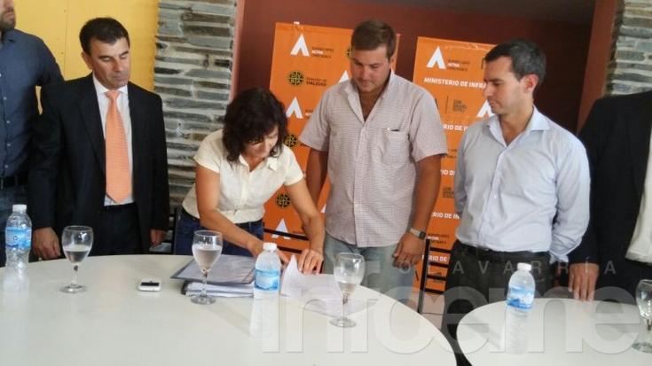 Firmaron contrato para obras en rutas provinciales 51 y 76