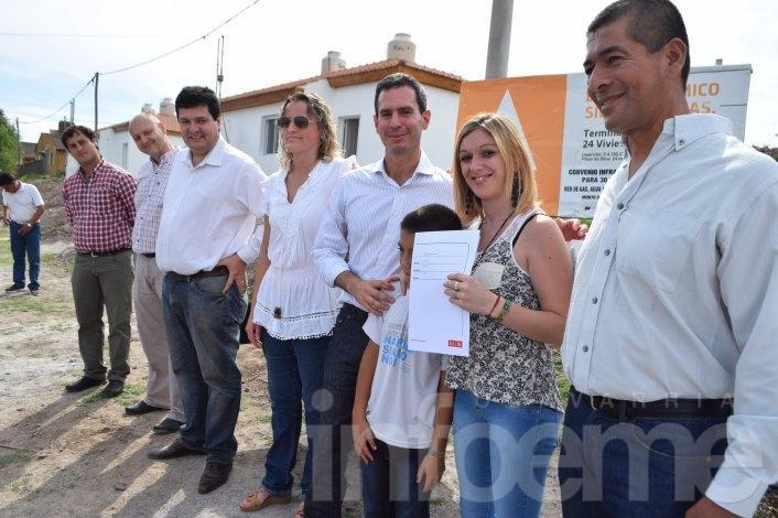 Entregaron seis viviendas en el barrio Químico de Sierras Bayas