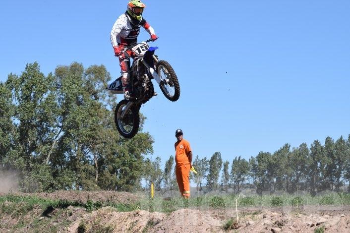 """El motocross hizo rugir al """"Unión de dos pueblos"""""""