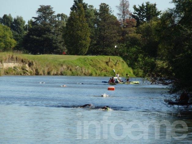 Mariano Sosa se quedó con la última competencia de aguas abiertas