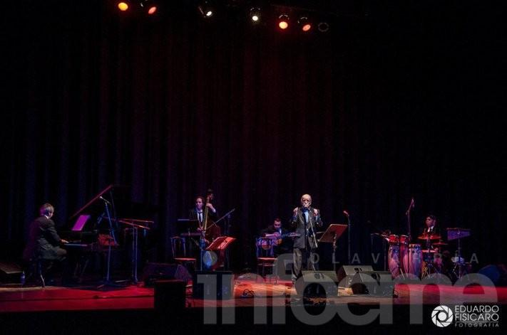 Oscar Alem brilló en la gala de Maestros del Folclore