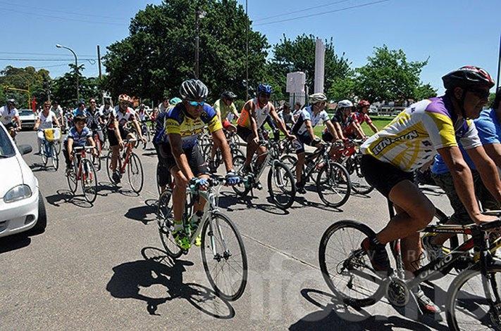Ciclistas en contra del Corsódromo como circuito para entrenamiento