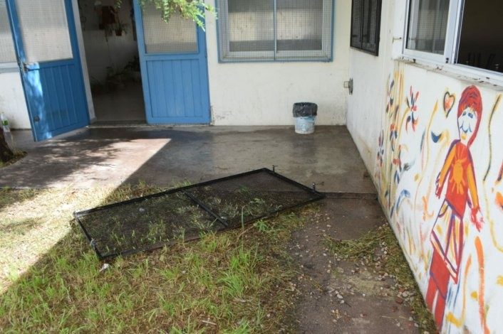 Robaron y provocaron destrozos en la escuela de Barrio Jardín