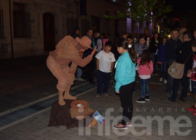 Las estatuas vivientes volvieron a la Ciudad