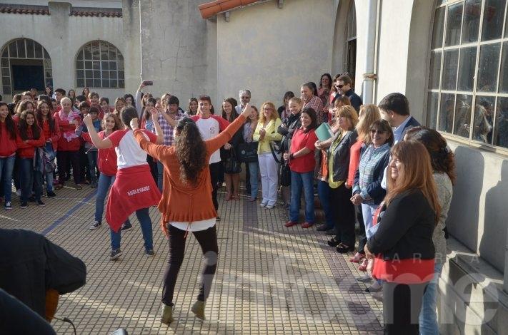 Galli participó del inicio del ciclo lectivo del Colegio Normal