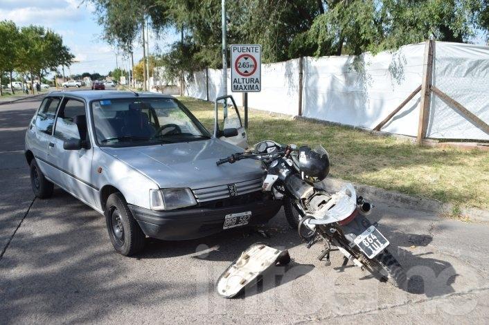 Dos choque casi en simultáneo con motociclistas heridos