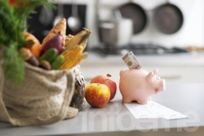 Según el Partido Socialista, una familia 'tipo' necesita más de 10 mil pesos para no ser pobre