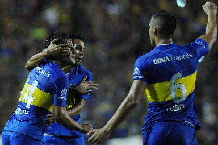 """Con gol de Tevez en el cierre, llegó el primer triunfo del """"Melli"""" en Boca"""