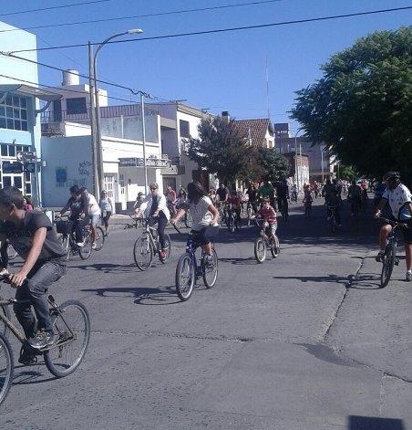 Bicicleteada familiar a beneficio del Hogar de Ancianos