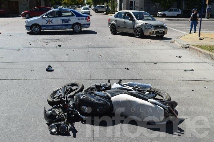 Motociclista herido al ser embestido por un auto