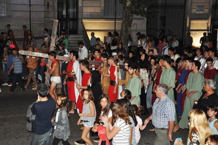 Se realizó el tradicional Vía Crucis del Colegio Cáneva