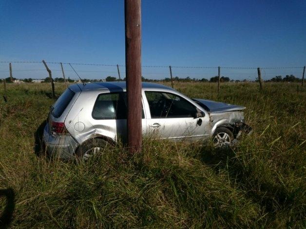 Un automovilista herido tras chocar con un poste