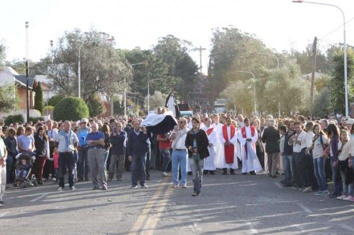 Tandil: Una multitud en la Procesión del Santo Entierro