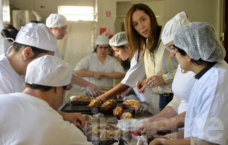 Vidal visitó una panadería donde trabajan chicos con capacidades diferentes