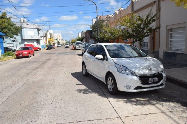 Una mujer con heridas leves al chocar dos autos