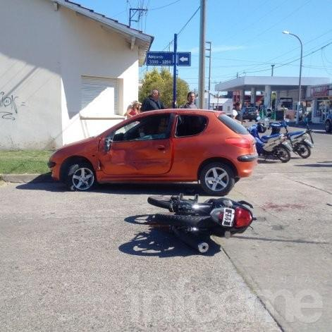 Violento accidente en barrio San Vicente: dos heridos