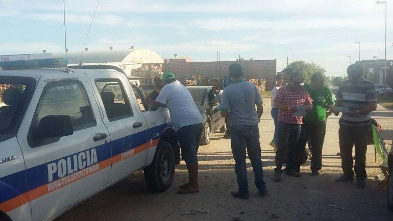 En Azul también Camioneros bloquea al mayorista