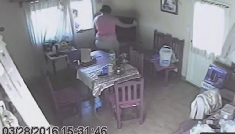 El video de la mujer robando se divulgó por todo el país