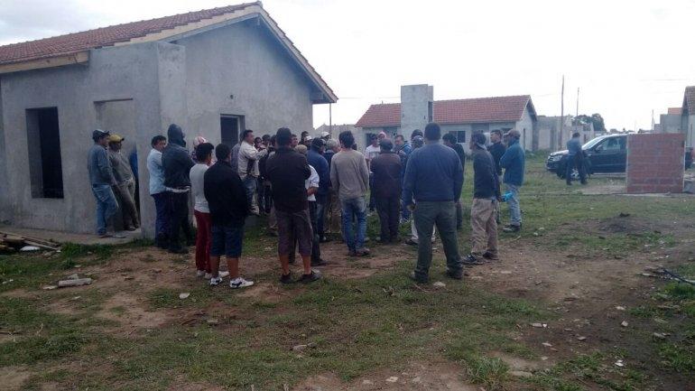 Trabajadores retomaron las tareas en barrio Pickelado