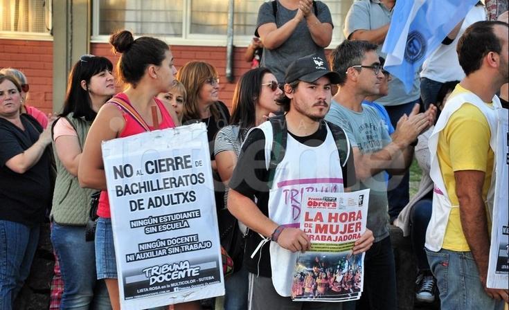 """Manifestación en contra del """"cierre de bachilleratos de adultos"""""""