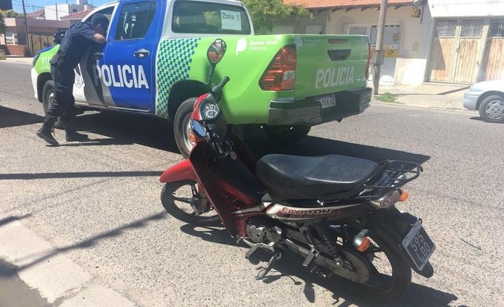 Un menor golpeado tras un accidente entre moto y auto