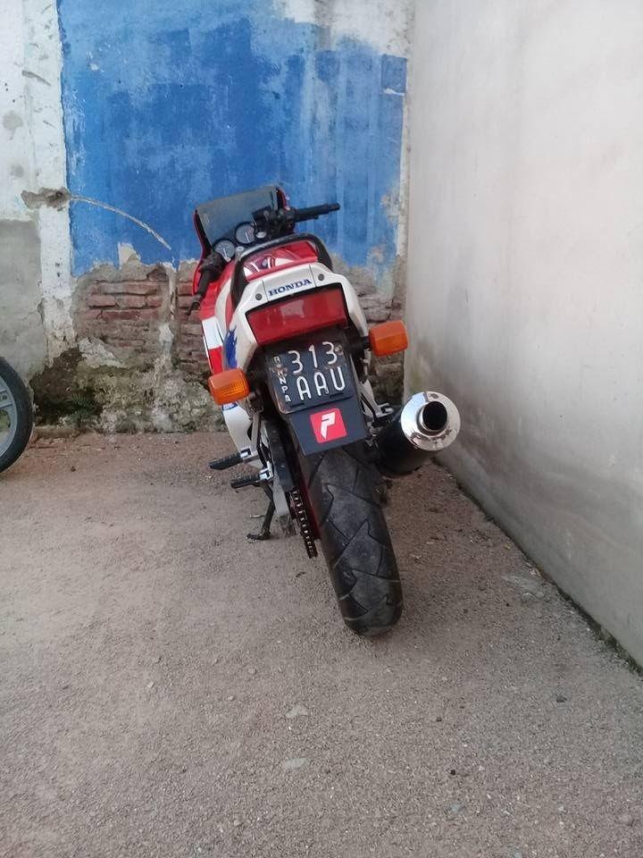 Robaron una moto en Barrio Acupo 1