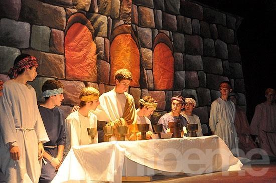 El Instituto Rosario representó el tradicional Via Crucis