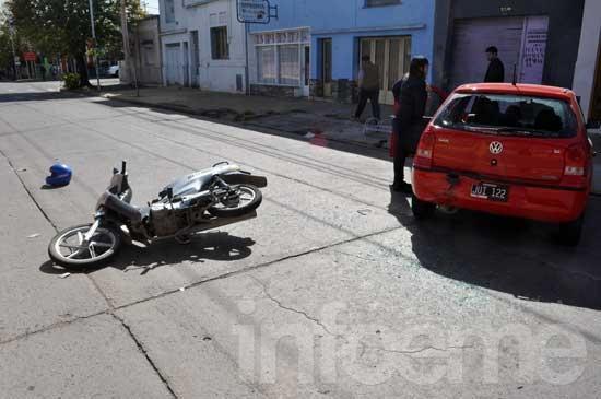 Motociclista herido en un choque con un auto