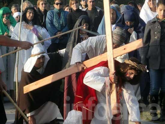 Un Vía Crucis Viviente en Loma Negra