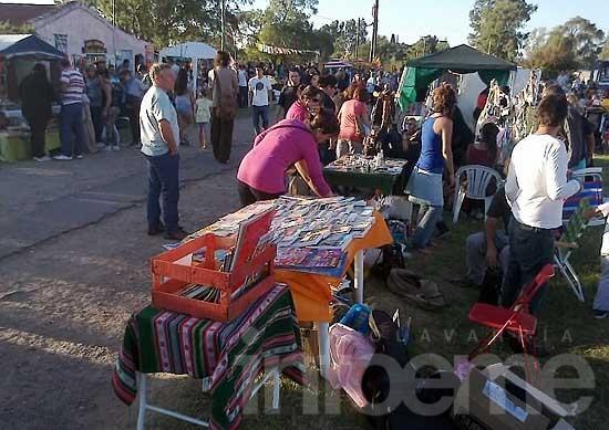 Feria de artesanos en Colonia Nievas