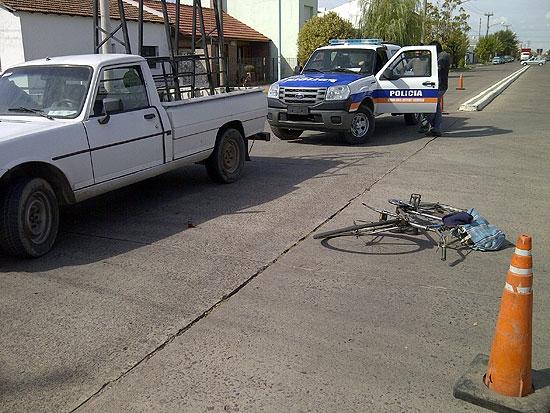 Ciclista fue embestido por una camioneta