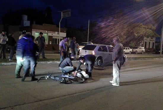 Ciclista atropellado por un auto