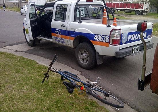 Joven ciclista herido al chocar con una camioneta