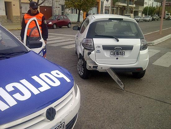 Mujer herida en choque entre dos automóviles