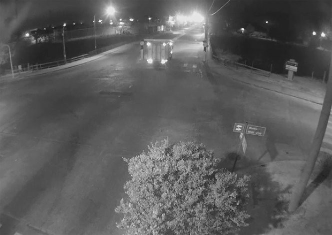 Otra vez un camión se chocó el limitador del Puente Sarmiento