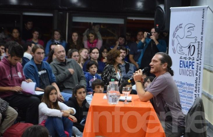 Más de 300 personas se convocaron para escuchar filosofía