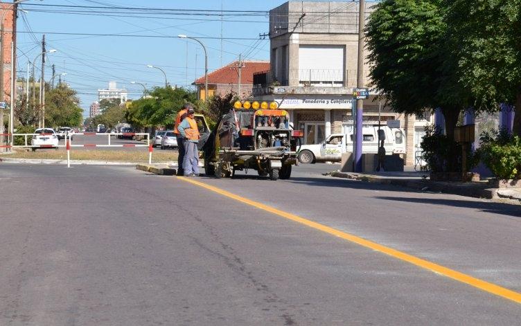 Continúan trabajos de demarcación vial en accesos a la ciudad
