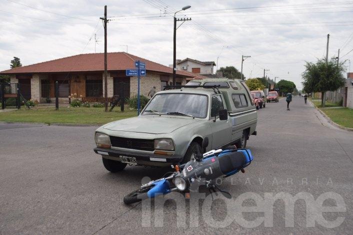 Motociclista herido al chocar con una camioneta