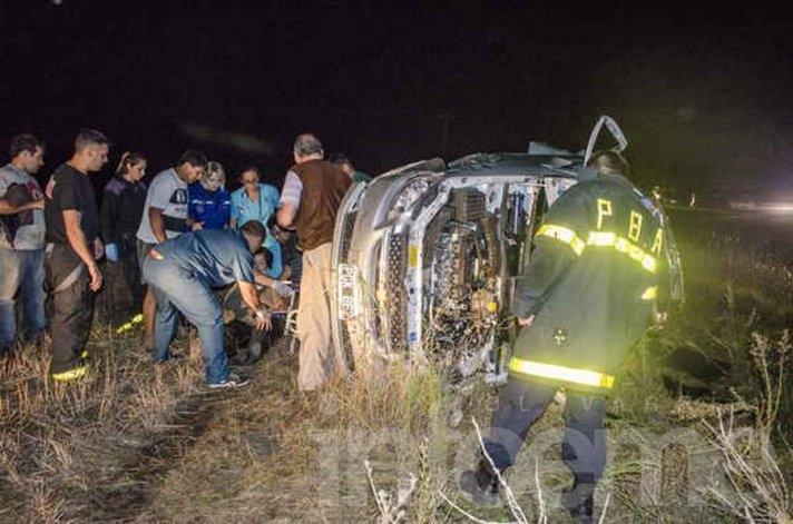 Cinco olavarrienses heridos en un vuelco en Ruta 226