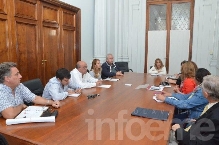 El Ejecutivo se reunión con concejales y consejeros escolares