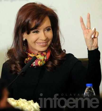 Militantes reciben a la ex-presidente Cristina Kirchner