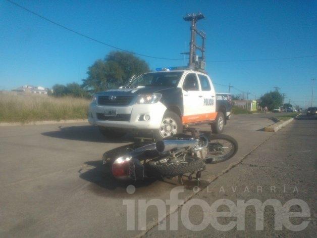 Una mujer sufrió heridas tras chocar con su moto