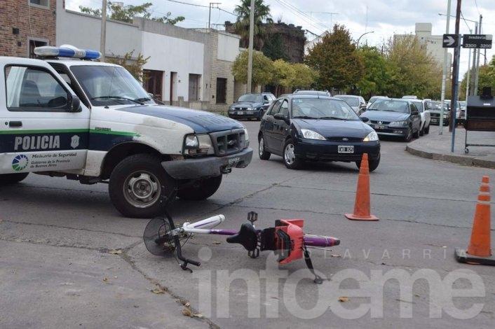 Una mujer fue hospitalizada tras chocar con su bicicleta