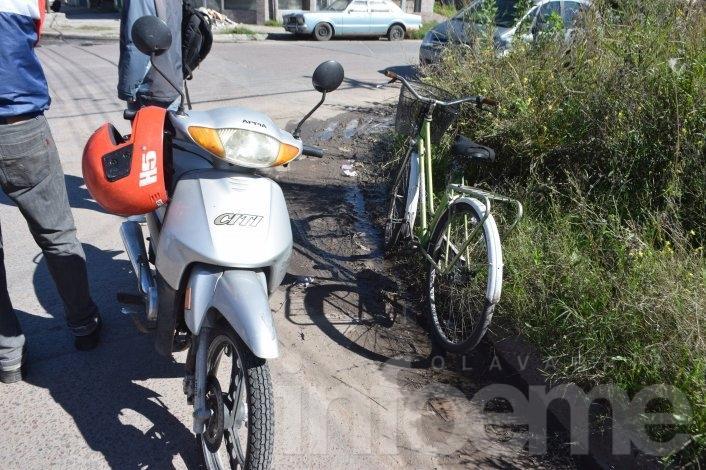 Ciclista herida al chocar con una moto