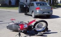 Barrio Acupo: Joven motociclista herido tras chocar con un auto