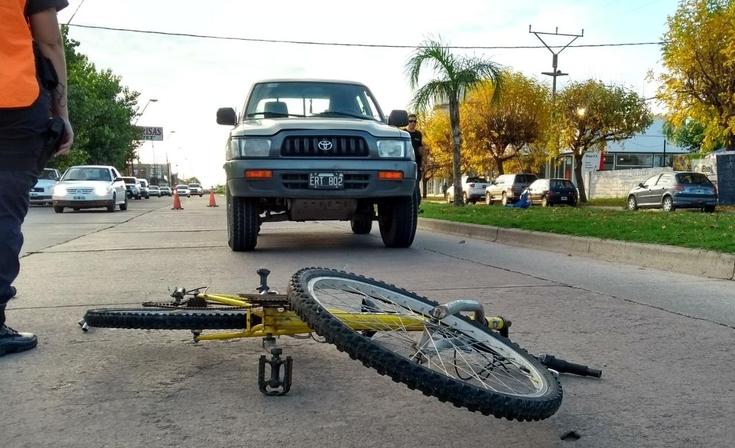 Un menor herido en un accidente entre bicicleta y camioneta