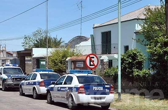 Dos jóvenes aprehendidos con armas, droga y una moto robada