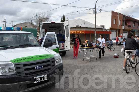 Un motociclista herido en un choque con un auto