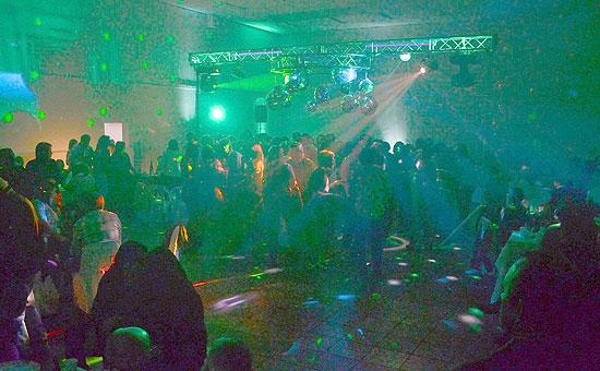 Más de 200 personas disfrutaron de la Primera Fiesta Retro en Villa Floresta